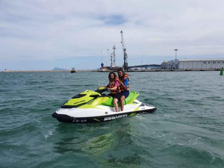 甘迪亚两人座摩托艇