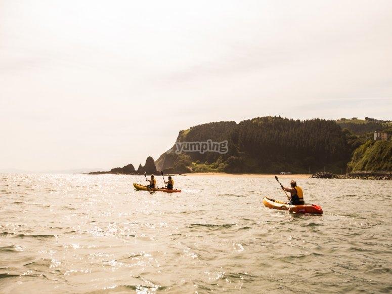 Navegando en kayak por País Vasco