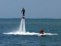 propulsion thanks to the jet ski