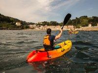 Alquiler kayak individual bahía de Ondarroa