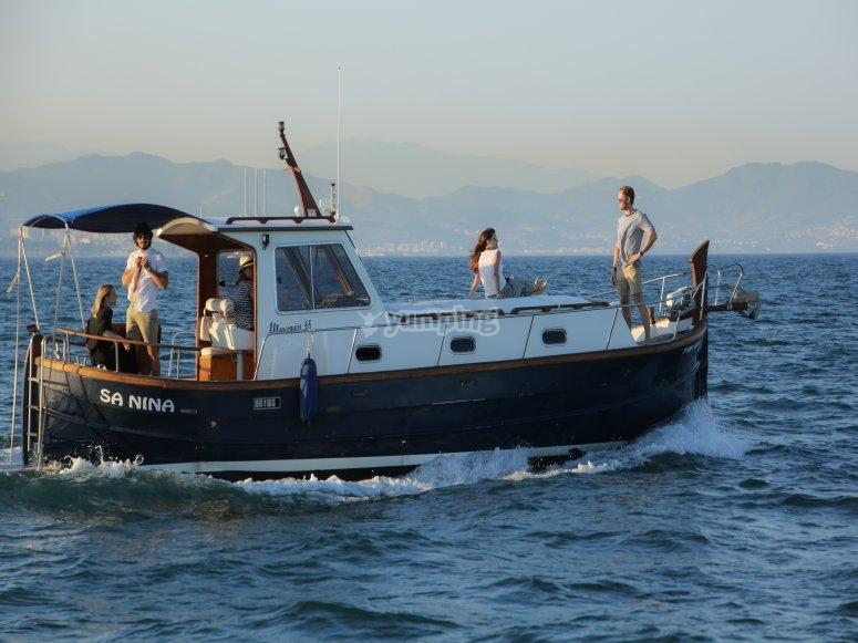 通过科斯塔多拉达乘坐Menorcan乘船游览
