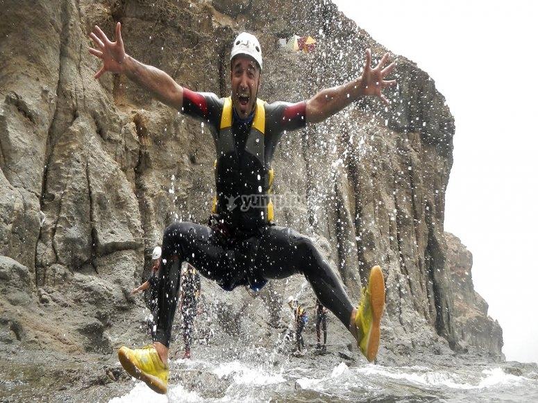 Disfrutando de los acantilados en Canarias