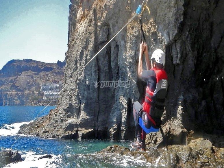 Tirolina hacia el mar canario