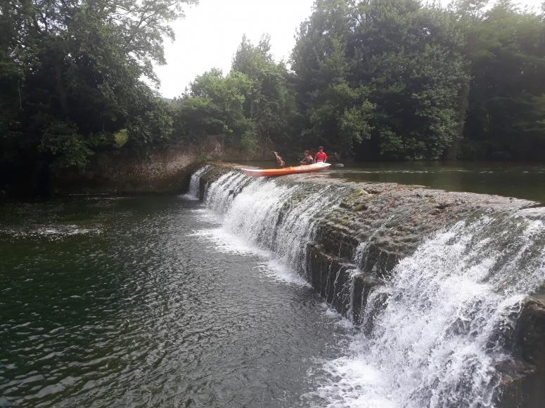 Descenso guiado en canoa río Asón