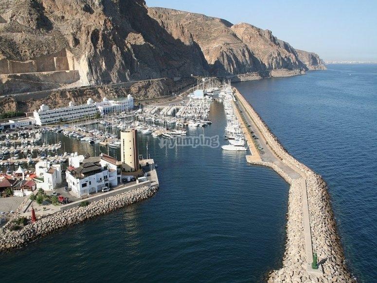 的水上壮观的Roquetas de Mar