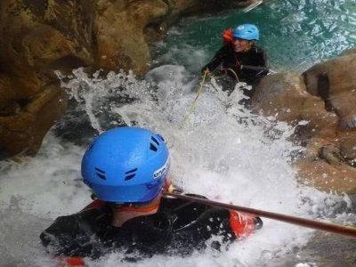 在奥蒂瓦尔(Osívar)攀登整齐的佛得河(Verde River)6小时