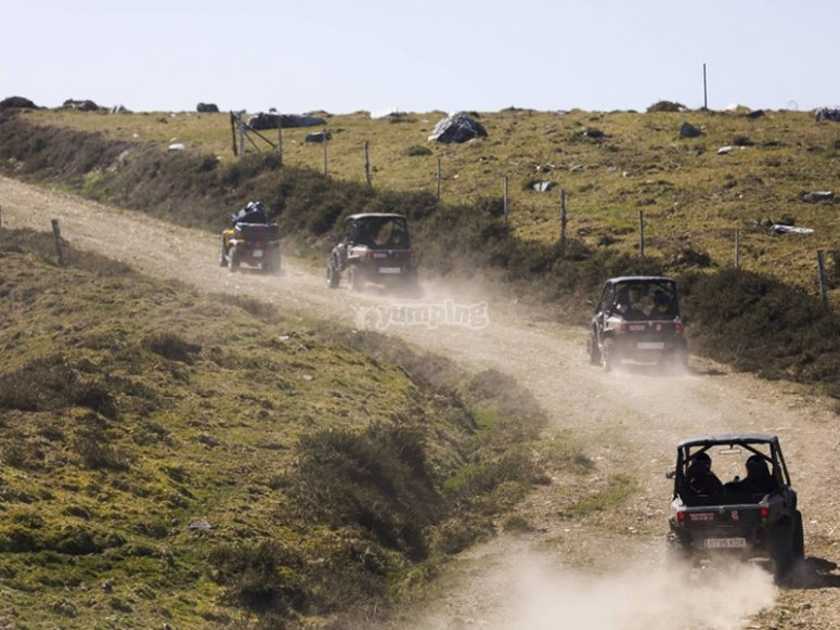 Recorriendo caminos de Meira en buggy