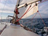 parte delantera de un velero