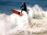 男子风筝冲浪上红表冲浪