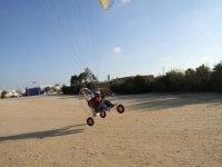 滑翔伞飞行起飞滑翔飞行开始
