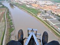 从动力伞看到天空