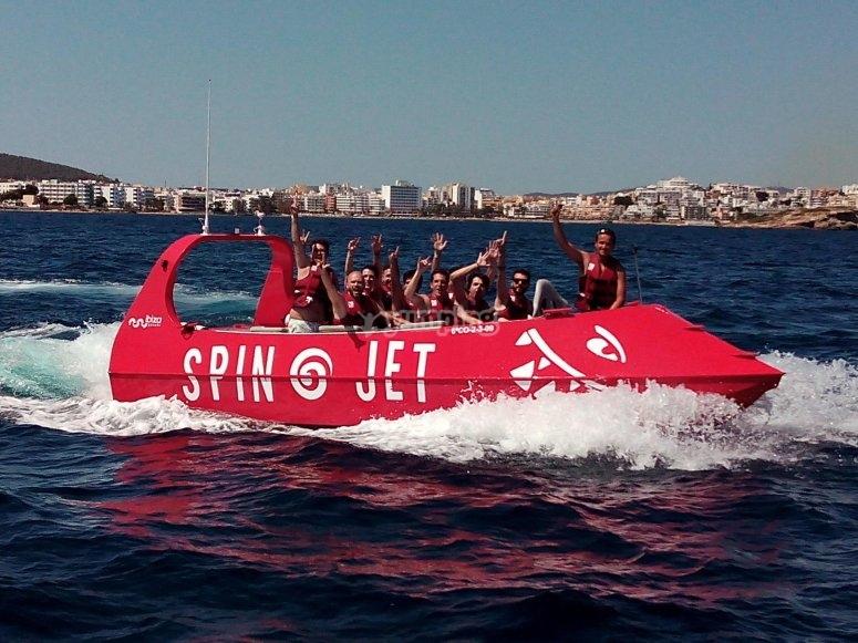 Vence el calor con tu paseo en barco por Ibiza