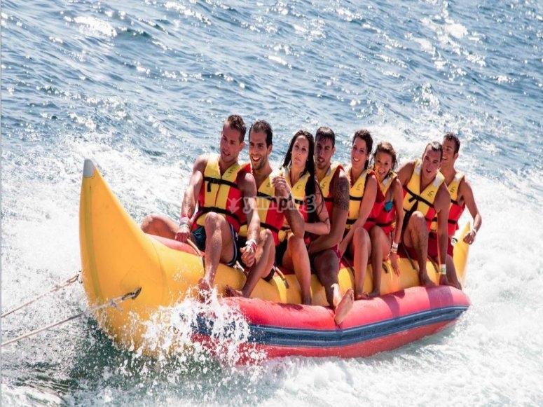 Jornada de banana boat en Playa Talamanca