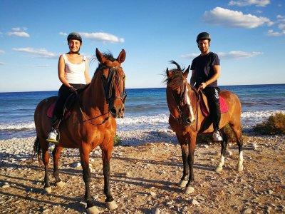骑马肉菜饭和射箭Villajoyosa