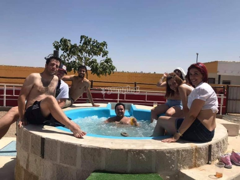 Jacuzzi and good company in Toledo