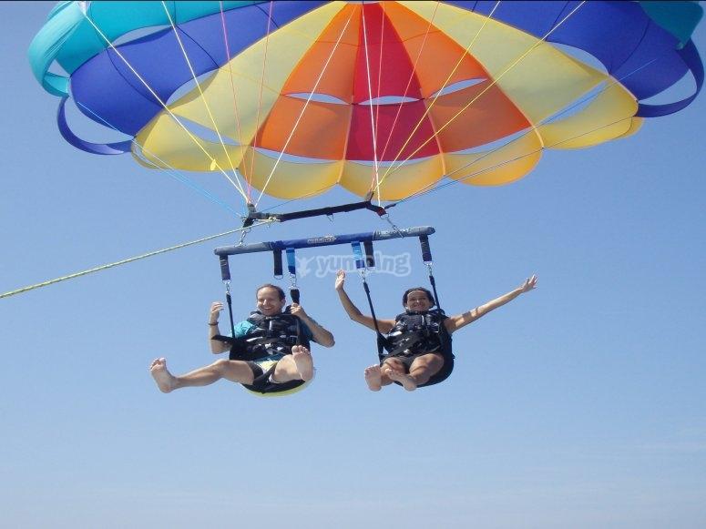 在巴塞罗那滑翔伞飞行