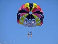 在巴塞罗那海岸滑翔伞