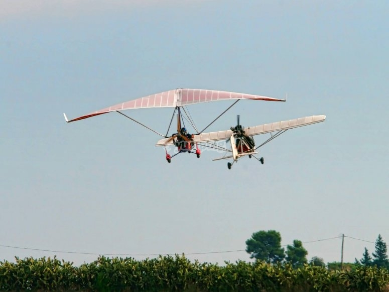 Pilot an ultralight aircraft for a day in Guillena
