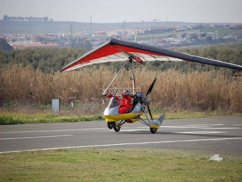 Ultralight aircraft ride in Sevilla's countryside