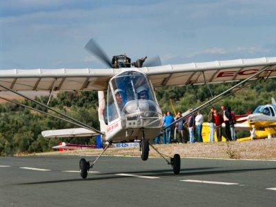 Pilot an ultralight flight in Guillena 45 min
