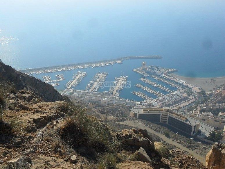 从阿古达斯港穿越地中海