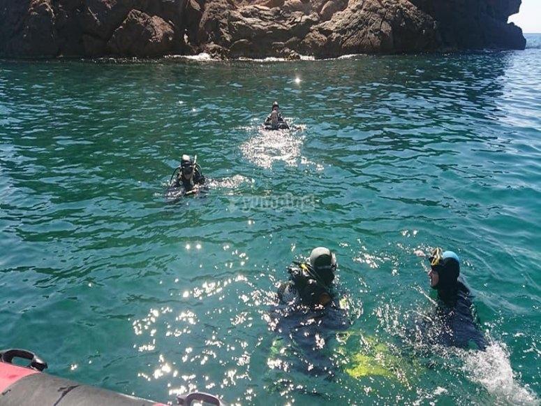 Comenzando la inmersión en la costa de Cartagena