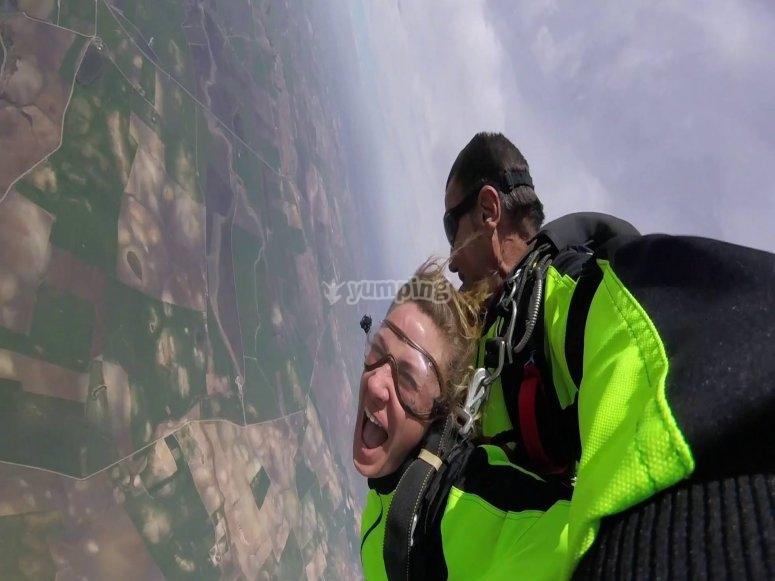 Disfrutando de las vistas gaditanas haciendo paracaidismo