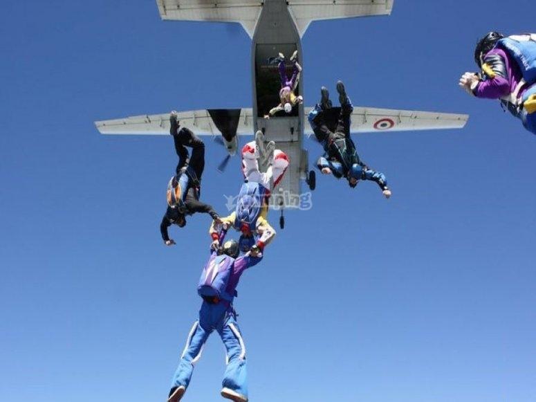 Colegas haciendo paracaidismo en Villamartín