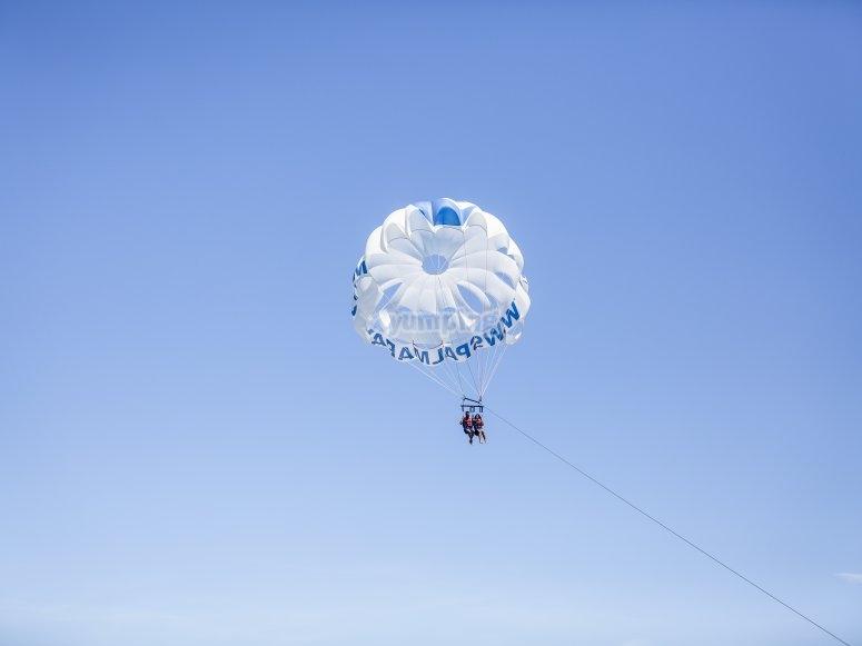 Vuelo en parasailing en Mallorca
