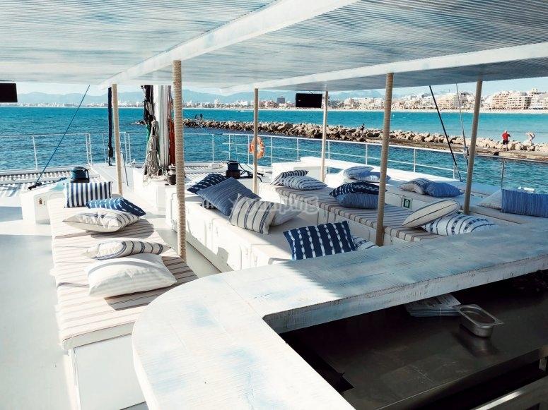 Sul ponte del catamarano che attraversa Maiorca