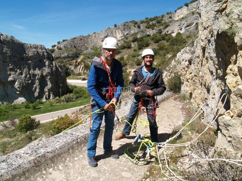 Imparare le tecniche di base per l'arrampicata su roccia