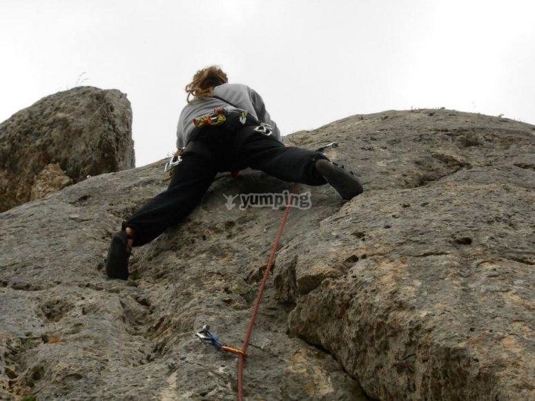 Imparare Villaverde mentre si arrampica su roccia