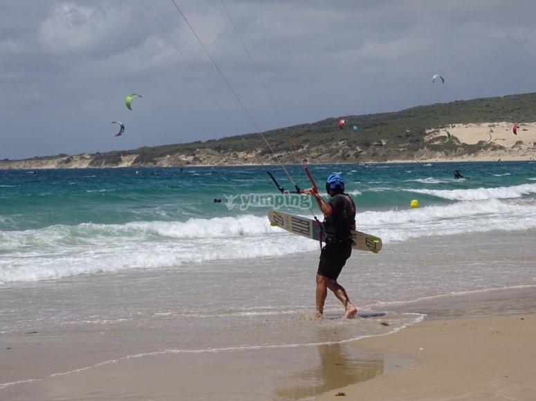塔里法海滩风筝冲浪的完美设置