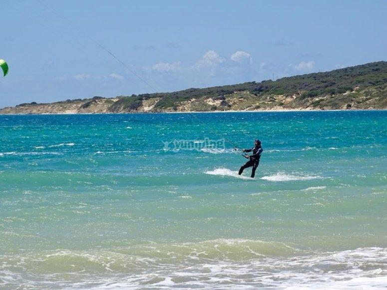 风筝冲浪在瓦尔德瓦克罗斯-999上的惊人景色-为风筝