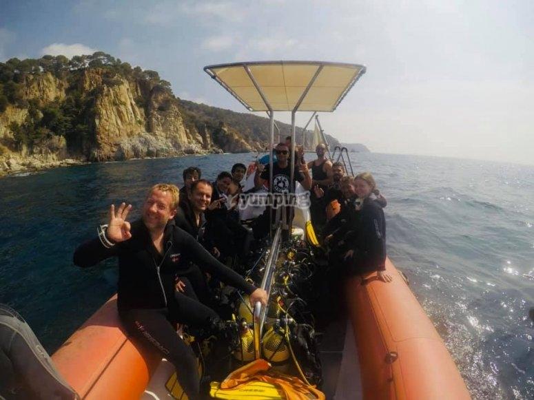 Inmersión desde barco en las aguas de Barcelona