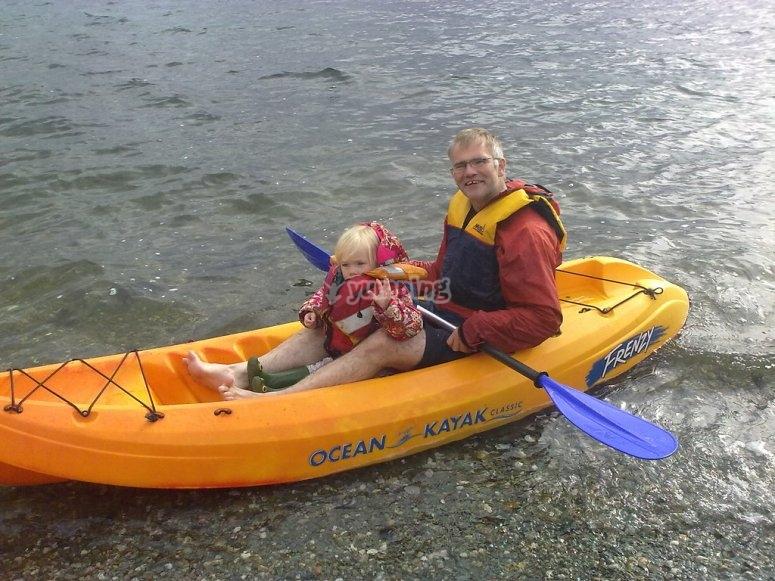 Excursión en kayak por aguas tranquilas
