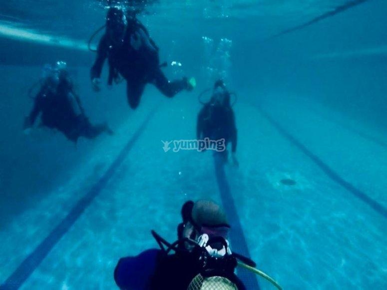 Buceo con amigos en aguas confinadas toledanas