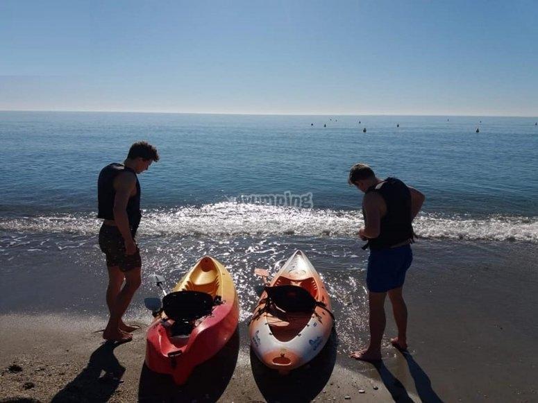 Preparando una ruta en kayak por Nerja