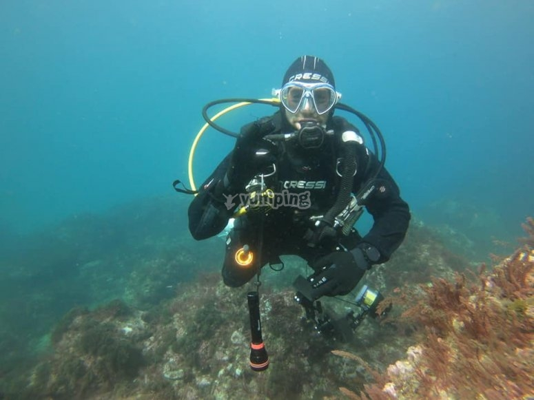 Alumno durante la inmersión de buceo