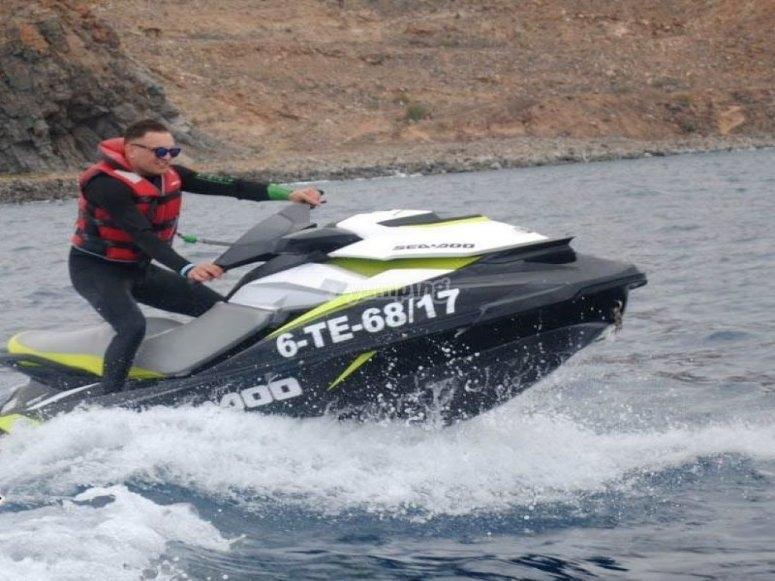 乘坐摩托艇穿越特内里费岛