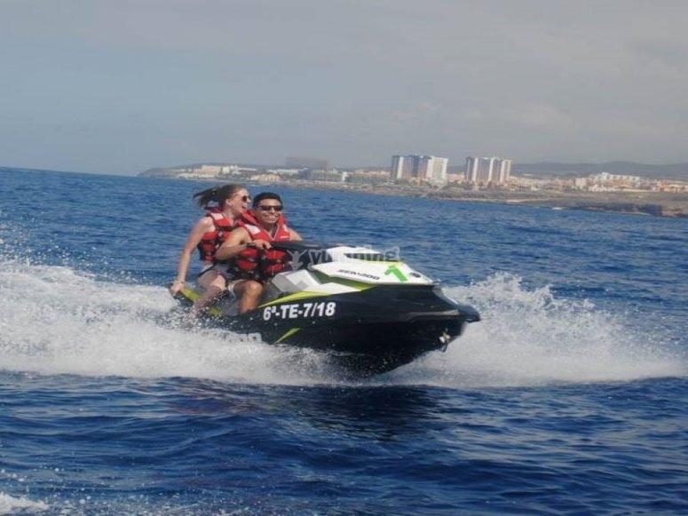 享受特内里费岛最好的喷气滑雪公司