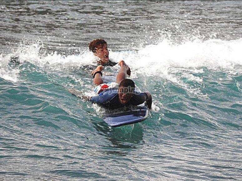 Cogiendo olas bodyboard
