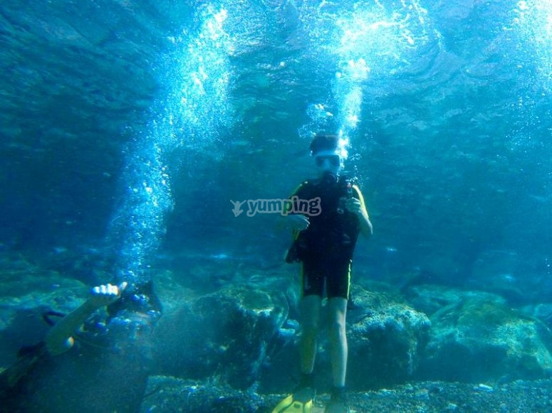 Disfrutando de nuestra primera inmersión buceando