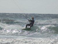 Disfrutando de un día de kitesurf
