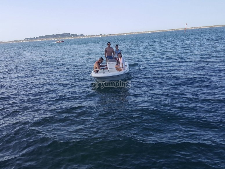 Rent your boat with no license in Santander