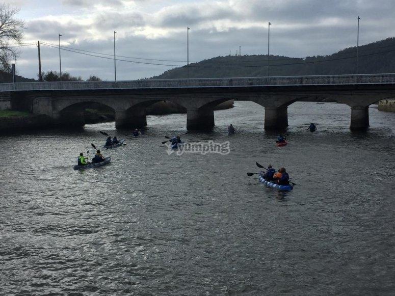 Paseo en kayak con amigos en Ponteceso