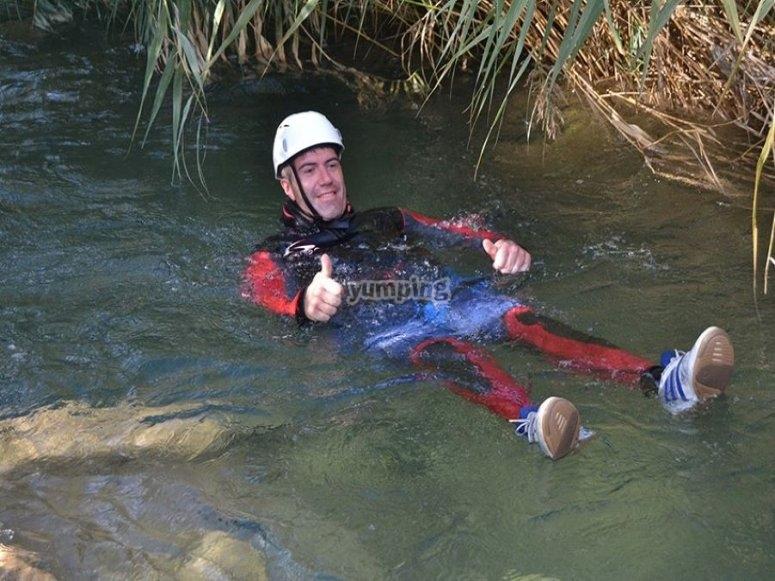 Flotando en las aguas del río Cabriel