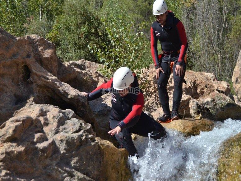 Haciendo barranquismo por las transparentes aguas de Las Chorreras