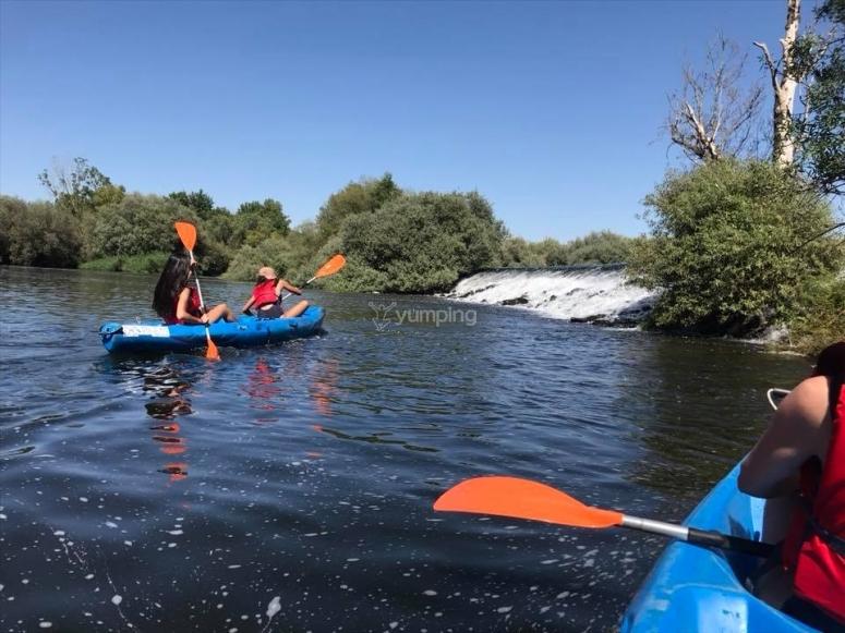 独木舟旅行在托尔梅斯河