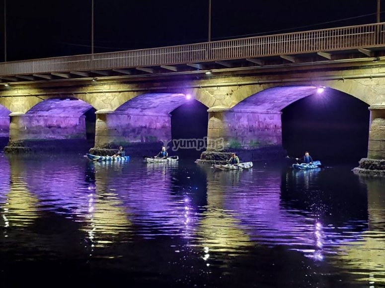 Ruta nocturna en canoa por el río Anllóns